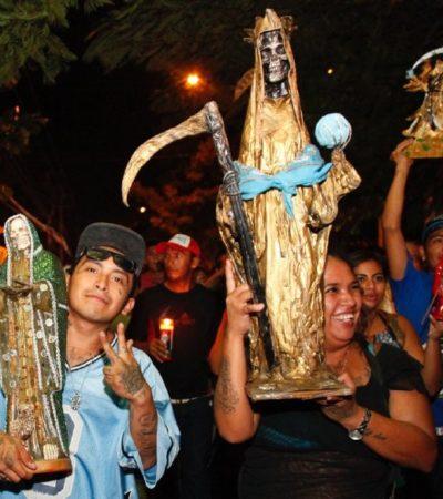 "Peregrinan en Mérida, Yucatán, en honor a la llamada ""Santa Muerte"""