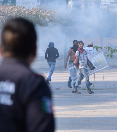 Con gas lacrimógeno, policías disuelven protesta contra Manuel Velasco el día de su último informe en Chiapas