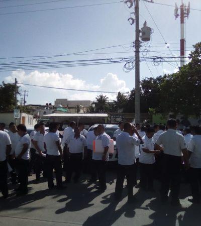 """PROTESTA DE RULETEROS EN SOLIDARIDAD: Exigen taxistas de Playa ante Sefiplan emplacamiento """"sin moches"""""""