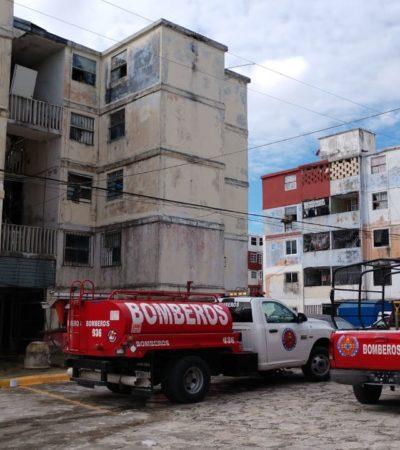 Sofocan incendio en el último piso de un edificio de departametos del fraccionamiento Corales en Cancún