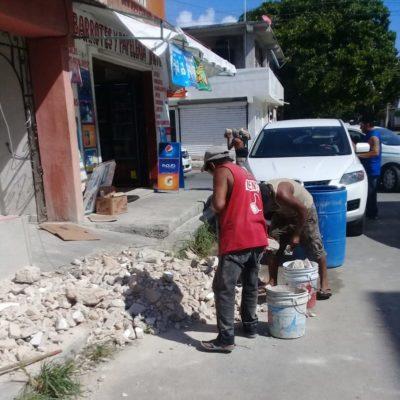Protección Civil interviene en domicilio donde tiraban escombro desde el segundo piso, en Playa del Carmen