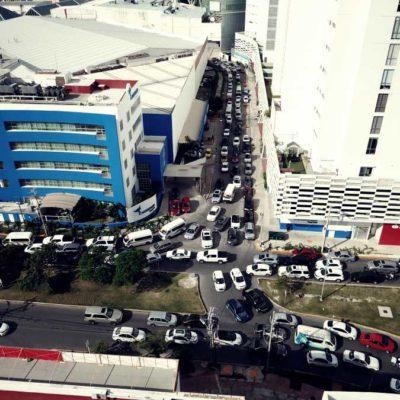 SE 'ATASCAN' EL PRIMER DÍA DEL 'BUEN FIN': Supera concurrencia de consumidores, la capacidad de plazas comerciales en Cancún