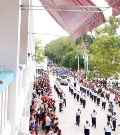 Preside Carlos Joaquín desfile y asiste a entrega de ascensos y condecoraciones a personal militar
