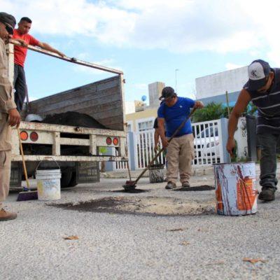 La Dirección de Servicios Públicos realiza bacheo en el fraccionamiento Villas Morelos II