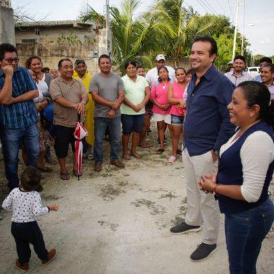 Supervisa Pedro Joaquín trabajos de reparación de caminos en 'La Estrellita'