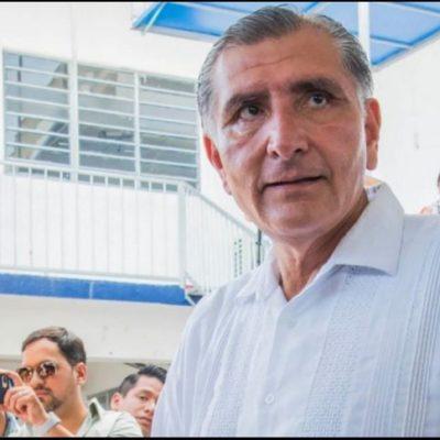 VIDEO | Escuda gobernador morenista de Tabasco a cuestionado gabinete, previo a su toma de protesta