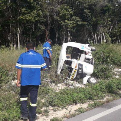 Vuelca vehículo de Aguakan en Playa del Carmen