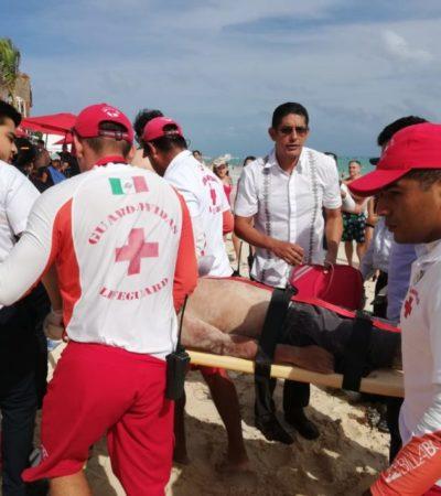 Guardavidas rescatan a joven que estuvo a punto de ahogarse en Playa del Carmen