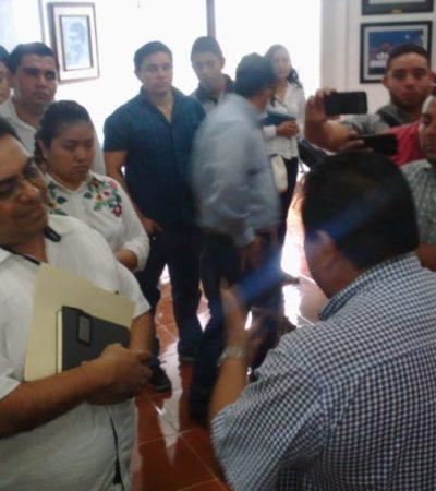 Ofrece comuna bono a cambio de pavo para evitar paro escalonado de burócratas en Chetumal