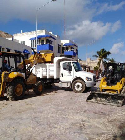 CALLE 4, 'PATIO TRASERO' PARA EL AYUNTAMIENTO DE SOLIDARIDAD: Acumulan en la playa del lugar sargazo y maquinaria pesada, se quejan hoteleros