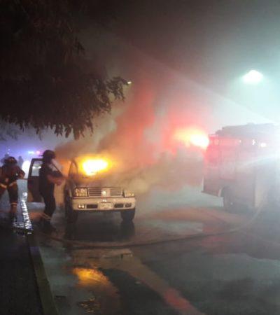 Arde lujosa camioneta por cortocircuito en Playa del Carmen