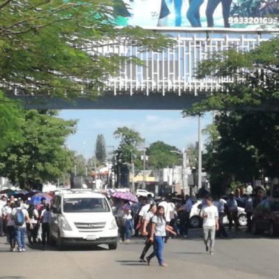 CAOS POR BLOQUEOS EN VILLAHERMOSA: Ignora gobierno reclamo de pago de aguinaldos y prestaciones