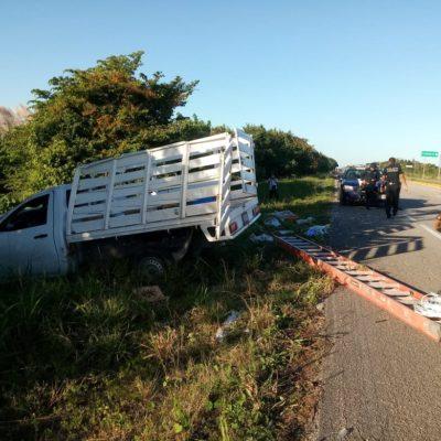 Se estrella camioneta en carretera Bacalar-Xul Ha