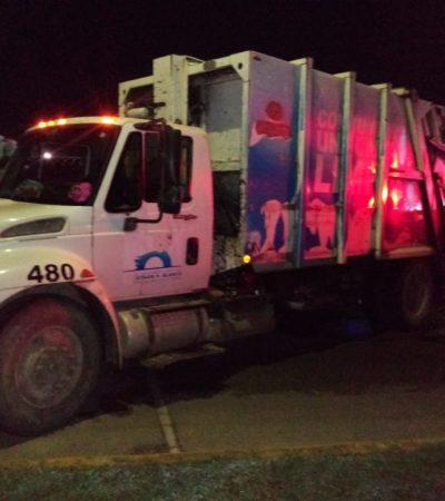 Por ir distraída, se estrella contra camión de basura en Chetumal