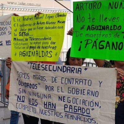 Reclaman pago de aguinaldos y prestaciones durante toma de protesta de gobernador en Tabasco