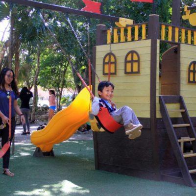 Cientos de usuarios disfrutan del parque 'Punta Corcho' en Puerto Morelos