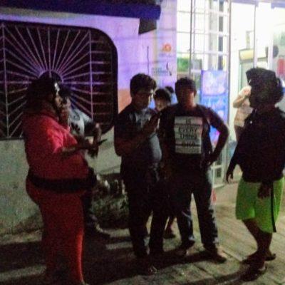 Policías salvan a supuesto estafador de ser golpeado en Chetumal