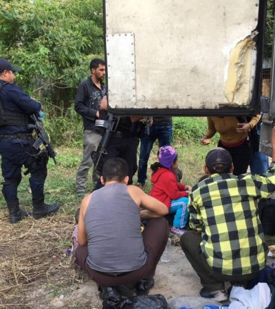Rescatan a 132 migrantes centroamericanos en Tabasco; viajaban hacinados en un tráiler
