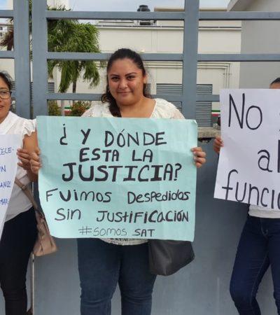"""""""PROMETISTE EMPLEO NO DESEMPLEO"""": Protestan ex empleados del SAT en Chetumal por recortes presupuestales de AMLO"""