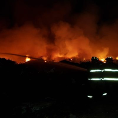 Arde patio de Servicios Públicos en Playa del Carmen