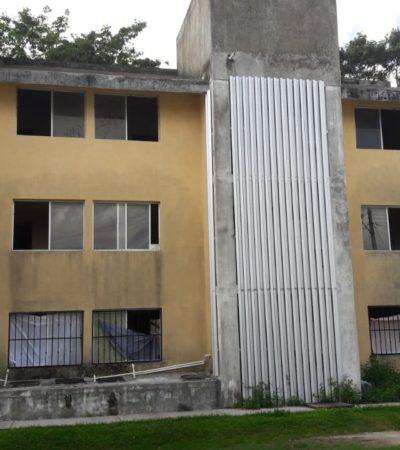 Invade empleado del ayuntamiento edificio en abandono en Cozumel