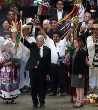 VIDEO | Recibe AMLO bastón de mando de los pueblos indígenas y el pueblo afromexicano