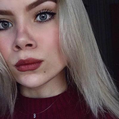 Muere atleta rusa electrocutada en la tina de baño; su celular cayó al agua