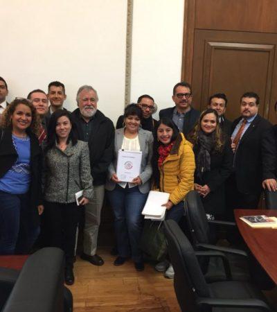 Entrega Nestora Salgado a la Segob la lista de 199 presos políticos que deben ser liberados