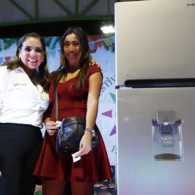 FESTEJO NAVIDEÑO EN LA REGIÓN 237: La 4T en Cancún, de la mano de Mara Lezama, también regala estufas, refrigeradoras y bicicletas… y van por más