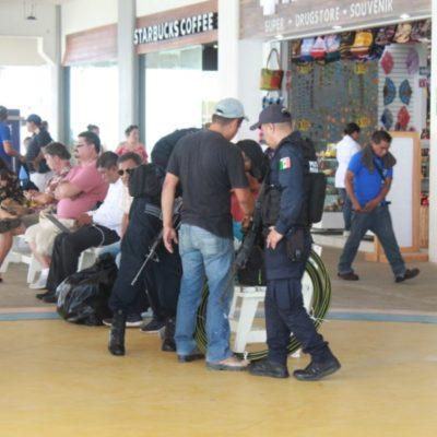 Se quejan viajeros porque Policía Federal transgrede su privacidad al hurgar en maletas y pertenencias en la Terminal Marítima de Playa del Carmen
