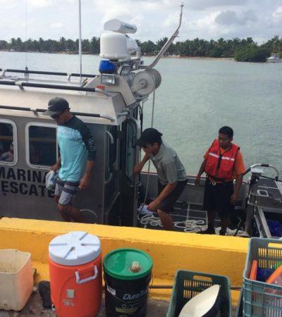 Rescata Armada de México a tres personas en embarcación a la deriva a 16 kilómetros de Mahahual