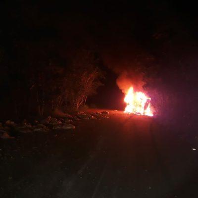 TRAGEDIA EN LA MADRUGADA: Un trabajador calcinado y otro herido al volcarse un camión de basura cerca de la Ciudad Militar