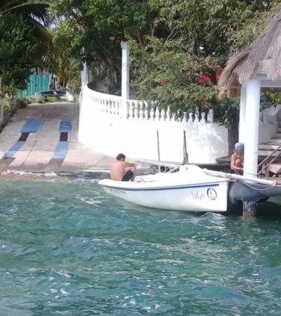 Rescatan a turistas alemanes tras voltearse su velero en Bacalar