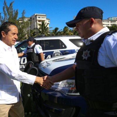 Entrega Gobernador 10 patrullas y cuatro motocicletas para las tareas operativas de la Policía Turística en la zona hotelera de Cancún