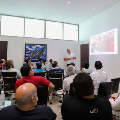 Gobierno de Puerto Morelos emprende plan de atención al problema del sargazo en el destino