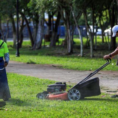 Pedro Joaquín entrega equipo a Servicios Públicos de Cozumel