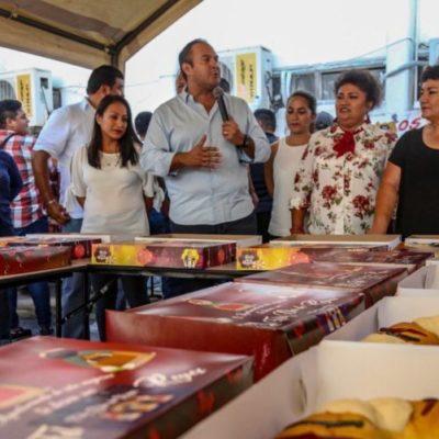 Parten la tradicional Rosca de Reyes en el Ayuntamiento de Isla Mujeres