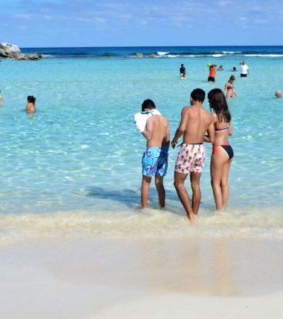 Para el disfrute de turistas, gobierno de Isla Mujeres refuerza la limpieza y mantenimiento de playas del destino