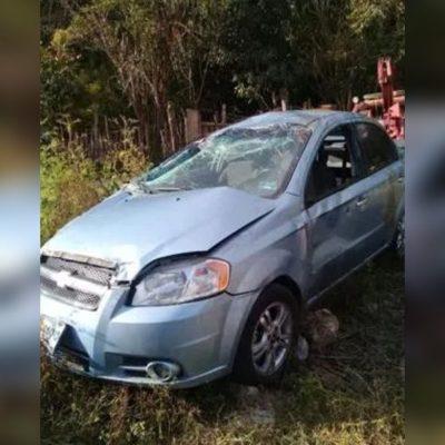Emboscan a viajeros para asaltarlos en Chiapas; les disparan y el auto vuelca muriendo su conductora