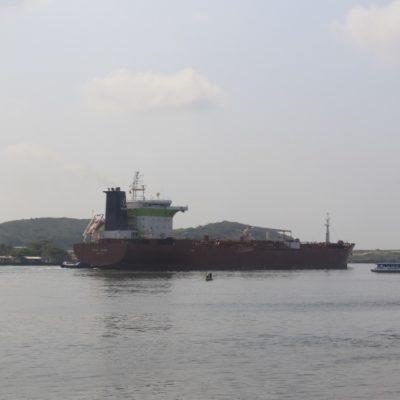 HUACHICOLEROS EN ALTAMAR: Asegura la Armada dos buques que robaban crudo en el Golfo de México