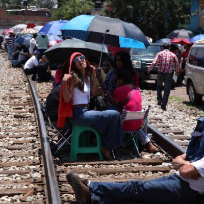 Libera CNTE vías de tren en Michoacán, pero maestros continuarán en paro