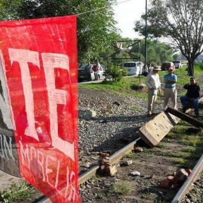Llama AMLO a la CNTE a levantar bloqueo de vías en Michoacán; se han transferido mil mdp para pago a docentes