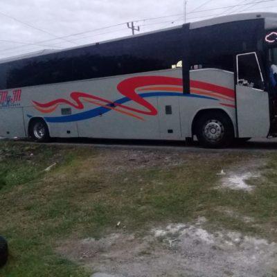 DOBLE ASALTO EN CARRETERA A BACALAR: Sujetos armados atracan a pasajeros de autobús y automovilistas sin ser atrapados