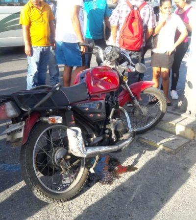 Motociclista choca contra taxi y termina con fractura expuesta