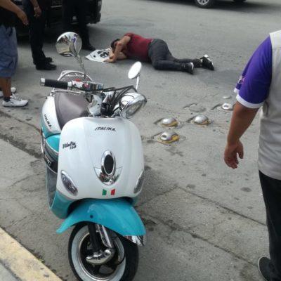 Motociclista se fractura luego de ser empujado desde una combi en Playa del Carmen