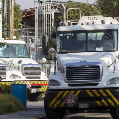 Anuncia AMLO contratación de dos mil conductores de pipas; ganarían hasta 28 mil pesos al mes