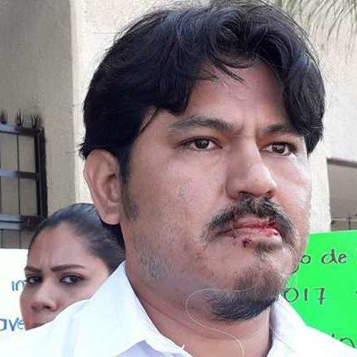 PROTESTA EN SILENCIO: Maestro chiapaneco de telebachillerato se cose los labios para exigir pago