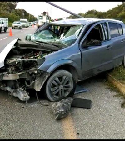 Aparatoso accidente al estallar un neumático por Paamul, pero conductor sale ileso