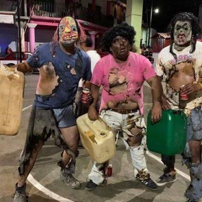 CARNAVAL EN PUTLA, OAXACA: Se disfrazan de huachicoleros quemados y los critican