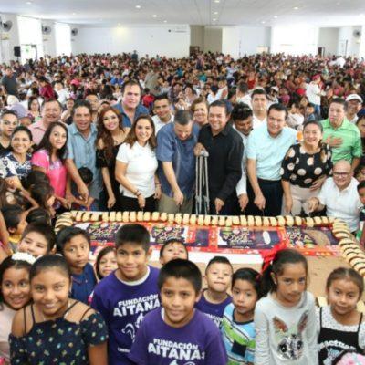 Morenistas regalan juguetes en nombre de asociaciones civiles